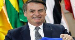 """""""فيسبوك"""" و""""تويتر"""" يغلقان حسابات لمؤيدين بارزين للرئيس البرازيلي"""