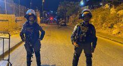 حي الشيخ جراح : مواجهات عنيفة واحراق سيارة مستوطن واعتقال 15 شابا عربيا