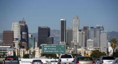 كاليفورنيا الأمريكية ,,,, المئات يتظاهرون ضد الإغلاق الشامل بسبب كورونا