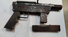 ضبط سلاح وقنبلة خلال تفتيش في مدينة باقة الغربية