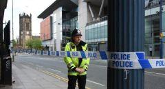 الشرطة البريطانية تطارد متظاهرة عارية الصدر خلال مراسم تشييع الأمير فيليب