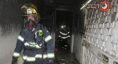 الرملة: تخليص عالقين جرّاء حريق شبّ في بناية سكنية