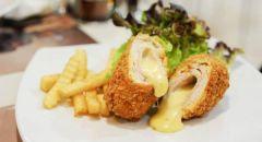 طبق رول الدجاج بالجبن والمشروم