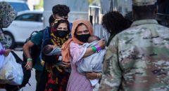 """""""نيويورك تايمز"""": آلاف الأفغان في القواعد الأمريكية ينتظرون إعادة التوطين"""