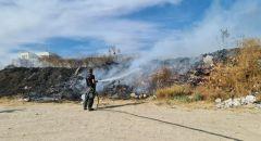 الرملة : اندلاع حريق كبير بالقرب من موقف شاحنات