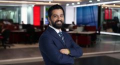 لأول مرة: أخبار 12 تطلق موجز أخبار يومي باللغة العربية مع الاعلامي فرات نصار