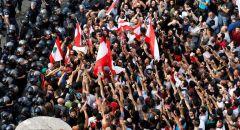 لبنان ,,, متظاهرون يقطعون الطرقات احتجاجا على الأوضاع الاقتصادية