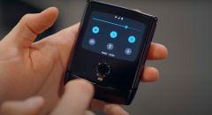 مميزات هاتف  RAZR الجديد من موتورولا عن باقي الهواتف القابلة للطي