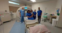 """أحدث الأجهزة المتطورة تصل إلى المستشفى الإنجليزي بعد اقتنائة جهازين """"سي تي"""" متطورين لقسم الأشعة"""