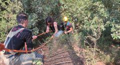 محاولات تخليص سيدتين بعد انزلاقهما تحت جسر في منتزه الجسور في نيشر