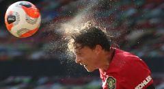 لينديلوف مدافع مانشستر يونايتد يصبح بطلا شعبيا بفضل إمراة مسنة