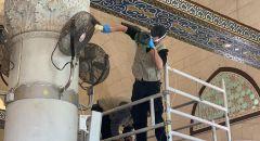 رغم الاغلاق الاضطراري موظفي وعمال وحراس المسجد الاقصى المبارك مستمرين بعملهم