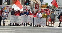 تل ابيب : تظاهرة  ضد استمرار  مسلسل القتل في فروع البناء