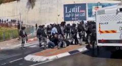 ام الفحم: مواجهات مع الشرطة واصابات من بينهم رئيس البلدية د.سمير جبارين خلال مظاهرة ضد العنف والجريمة