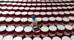النفط يصعد بعد موافقة أمريكية كاملة على لقاح ضد كورونا