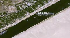 الإعلان عن تعويم السفينة الجانحة بقناة السويس تعديل مسار السفينة الجانحة بنسبة 80%