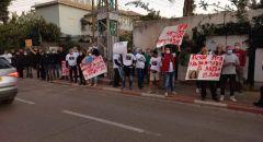 صيادون يتظاهرون امام منزل وزيرة حماية البيئة
