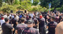 أكثر من 300  إطفائي وأعضاء لجان يتظاهرون في القدس احتجاجا على السلوك العنيف والعقاب الجماعي من قبل ادارة سلطة الاطفاء