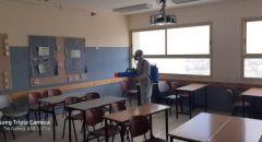 بالرغم من عدم فتح المدارس مجلس الرينة المحلي يقوم بتعقيم وتطهير المدارس ورياض الاطفال