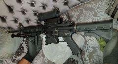 مجهول يقتحم قاعدة عسكرية إسرائيلية  ويسرق بعض الأسلحة و يفر