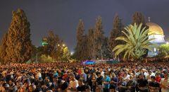 أكثر من 90 ألف مصل يحيون ليلة القدر بالمسجد الأقصى