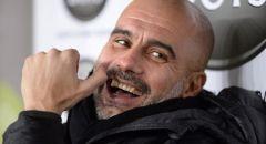بعد دردشة مع غوارديولا.. مدرب برشلونة يكشف مصير ميسي