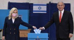 نتنياهو يدلي بصوته ويدعو الجميع للتصويت