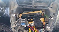 ابو ديس : ضبط مسدس ومشط ذخيرة خلف راديو سيارة