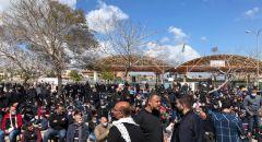 انطلاق خطبة الجمعة بمشاركة الالاف من ام الفحم والمجتمع العربي والشرطة تغلق عدة شوارع واستعداد للمظاهرة ضد العنف والجريمة