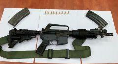 اعتقال مشتبه من برطعة وبحوزته سلاح M-16 بعد هروبه من نافذة منزل
