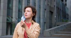 """فيديو مقلق يكشف مدى انتشار """"كوفيد"""" عبر التنفس الطبيعي دون قناع للوجه!"""