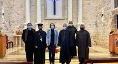 عينات كاليش رئيسة بلديّة حيفا تزور الكنيسة المارونيّة مهنئة بالميلاد
