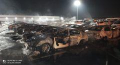 الطيرة: اشتعال النيران في معرض لبيع السيارات