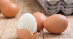 بدون التصاق.. خمس طرق سهلة لتقشير البيض