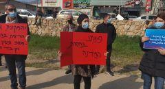 اغلاق شارع 85 بجانب مفرق نحف من قبل المتظاهرين ضد العنف و الجريمة