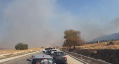 اغلاق شارع 90 بعد اندلاع حريق في منطقة وعرة بالأغوار