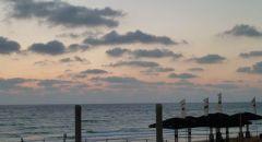 موسم السياحة في ضائقة مجددا و شواطىء إسرائيل خالية
