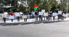 العشرات يشاركون في مظاهرة ضد العنف بعكا