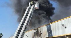 مدينة اللد : اندلاع حريق داخل كراج سيارات