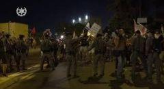 مظاهرات في القدس وقيساريا للمطالبة باستقالة نتنياهو ومواجهات عنيفة بين الشرطة والمتظاهرين إعتقالات وإصابات