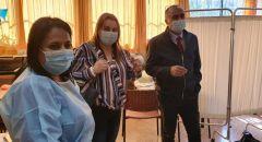 د. طريف بدر في جولة تفقدية للمدارس للوقوف عن كثب على عملية تطعيم الطلاب