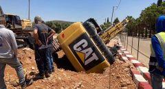 إصابة عامل علق تحت آلية حفر بالقرب من البعينة نجيدات