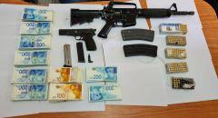 ضبط مسدس وبندقية و300 الف شيكل داخل منزل في اللقية