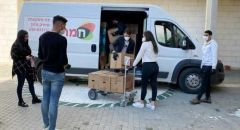 مجد الكروم: المجلس المحلي ولجنة الطوارىء يوزعون طرودًا غذائية على المسنين