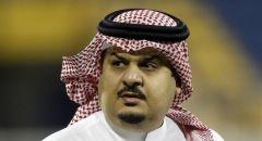 أمير سعودي يوثق لحظة تلقيه الجرعة الأولى من لقاح كورونا