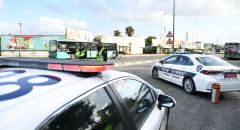 الشرطة تقوم بنشر حواجز لفرض الاغلاق وتعلن عن تشديدات في تطبيق القانون