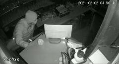 لائحة اتهام ضد شاب من الطيرة بالسطو وسرقة محلات تجارية/ فيديو