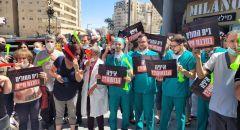 طواقم المستشفيات الأهلية في تظاهرة أمام مباني وزارة الصحة في القدس