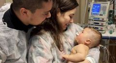 """طفل """"معجزة"""" عمره 5 أشهر ينجو من فيروس كورونا بعد 32 يوما من الغيبوبة"""