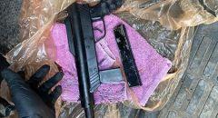 اللد : العثور على سلاح ' كارلو ' مخبأ تحت الأرض